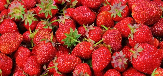 2 Healthy Refreshing Recipes For Summer-Strawberries